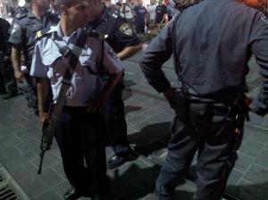 שוטר על הפסים, מה שמותר לשוטר מותר גם לי